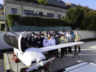 bia-un-avion-dans-la-cours